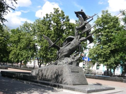 пам'ятник полеглим у Другій світовій. один із багатьох.